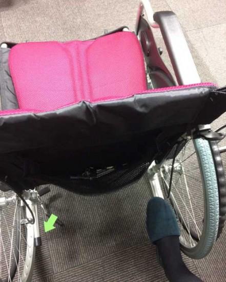 車椅子のティッピングレバー