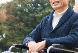 車椅子で笑顔の父