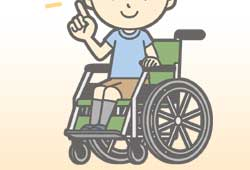 車椅子に座る笑顔の男の子