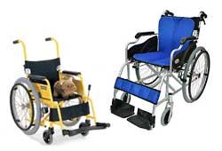 子供用と大人用車椅子