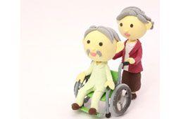 車椅子と介助者のイメージ