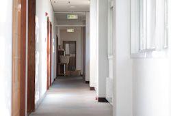 狭い廊下のイメージ