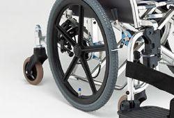 六輪車椅子の車輪位置のイメージ