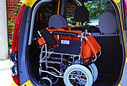 トランクにつむ車椅子