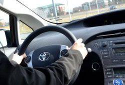 車の運転イメージ写真