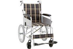 車椅子に乗る人の足の写真