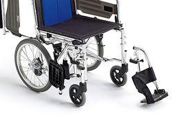 介助式で脚部が開く車椅子