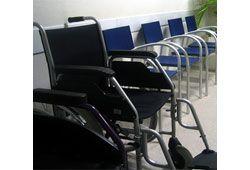 車椅子が並ぶイメージ