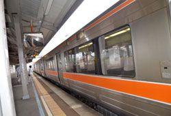 車椅子と電車のイメージ画像