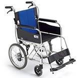 初めての方にも扱いやすいシンプルな介助式車椅子